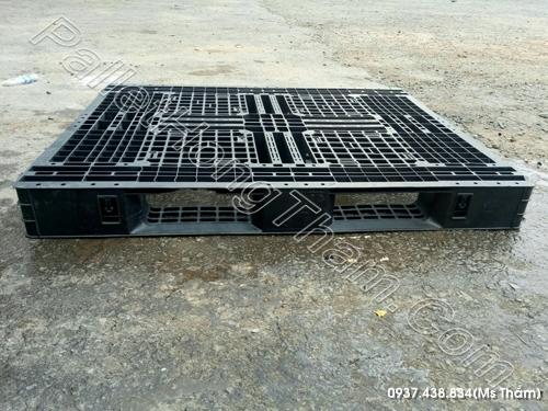 pallet-nhua-mau-den-1100x1200x120mm-2