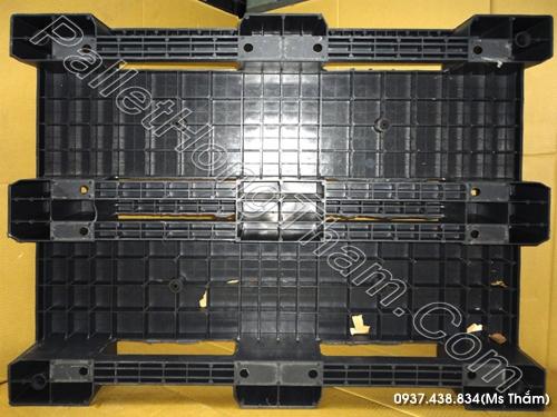 pallet-nhua-mau-den-950x1270x160